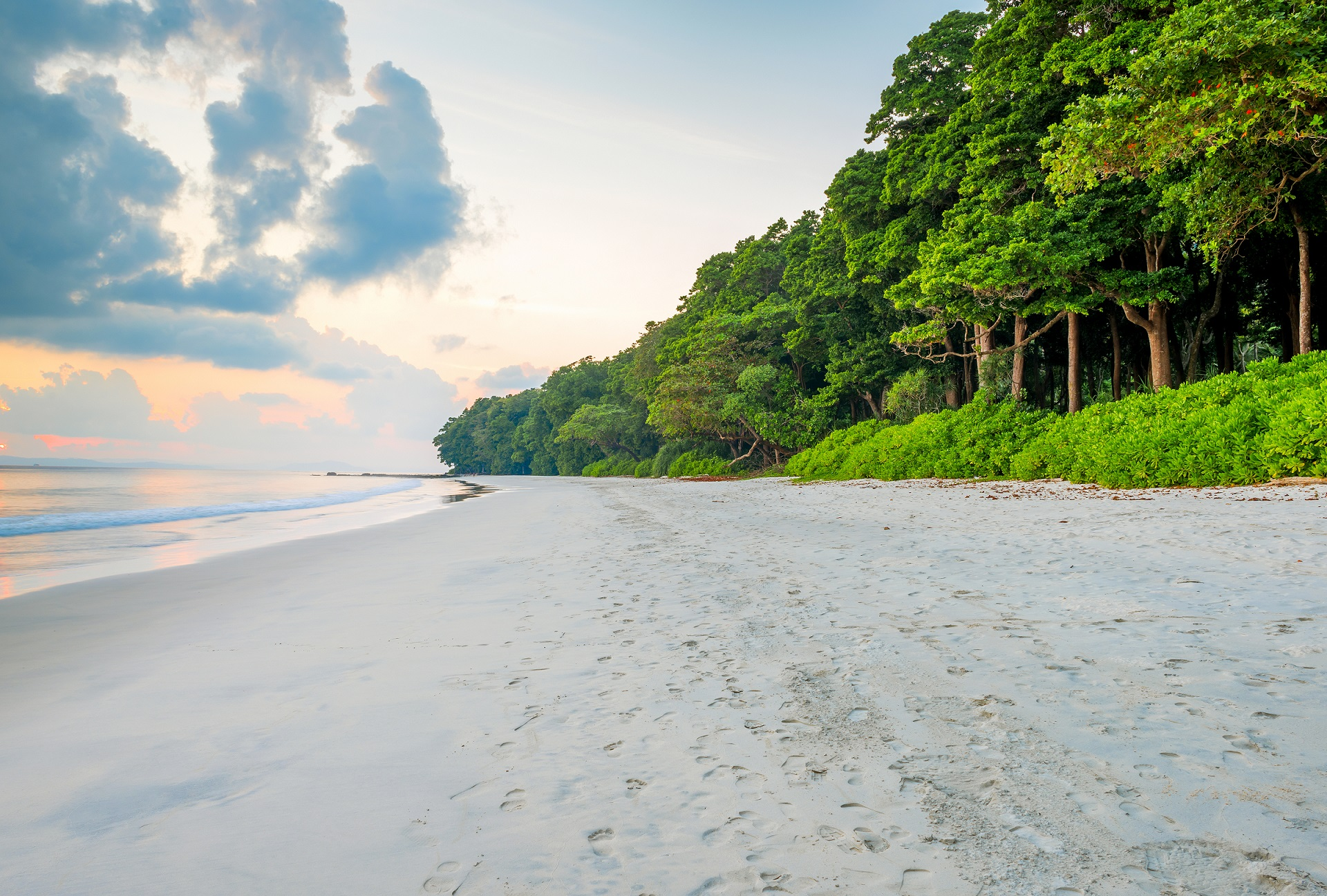 radhanagar-beach-at-andaman-and-nicobar-island