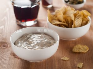 traditional-dip-with-potato-chips-and-beer