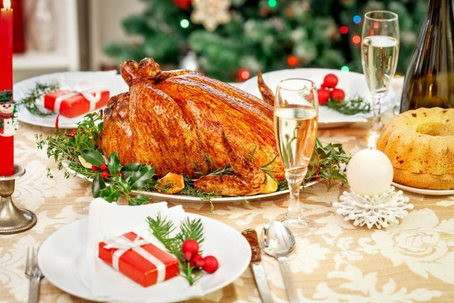 roasts Christmas dinner table