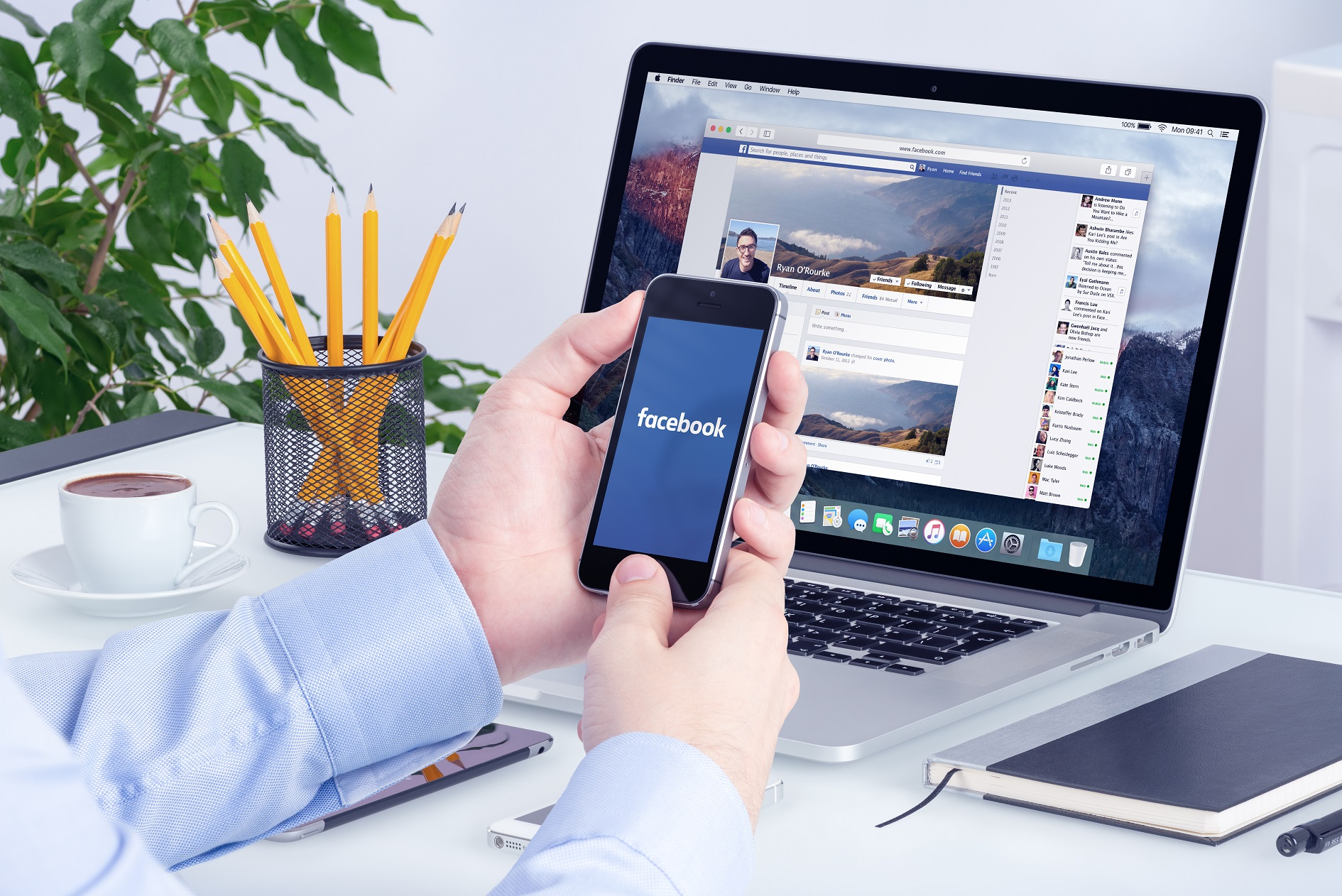 facebook-app-on-the-apple-iphone-display-and-desktop-version-of-facebook-on-the-apple-macbook-pro-retina