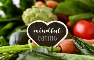 organic heart-shaped-chalkboard-with-the-text-mindful-eating