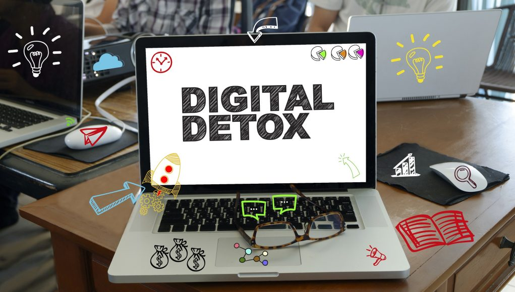 DIGITAL DETOX concept on laptop