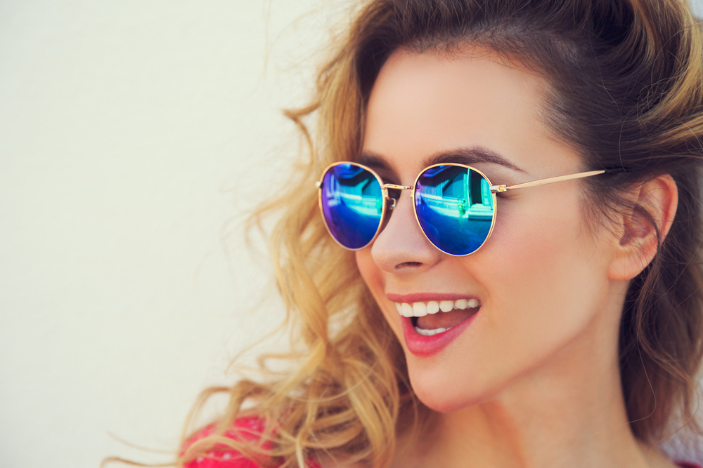 close-portrait-happy-fashion-woman-sunglasses