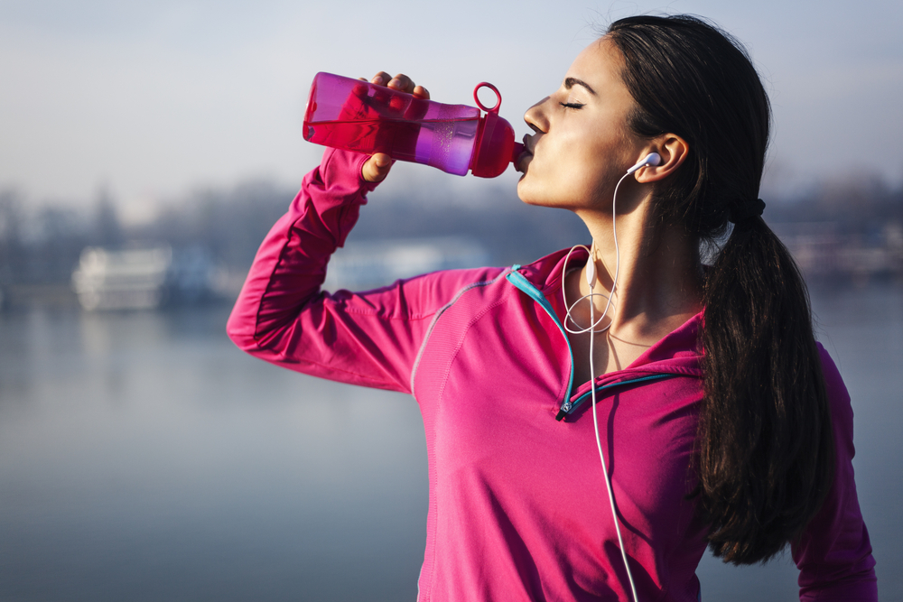 fitness-woman-drinking-water