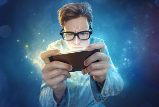 smartphone-nerd playing mobile games