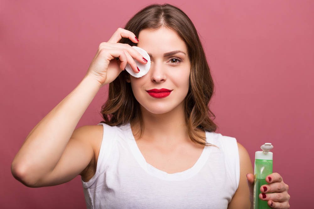woman-cleaning-her-face-lotion-cotton